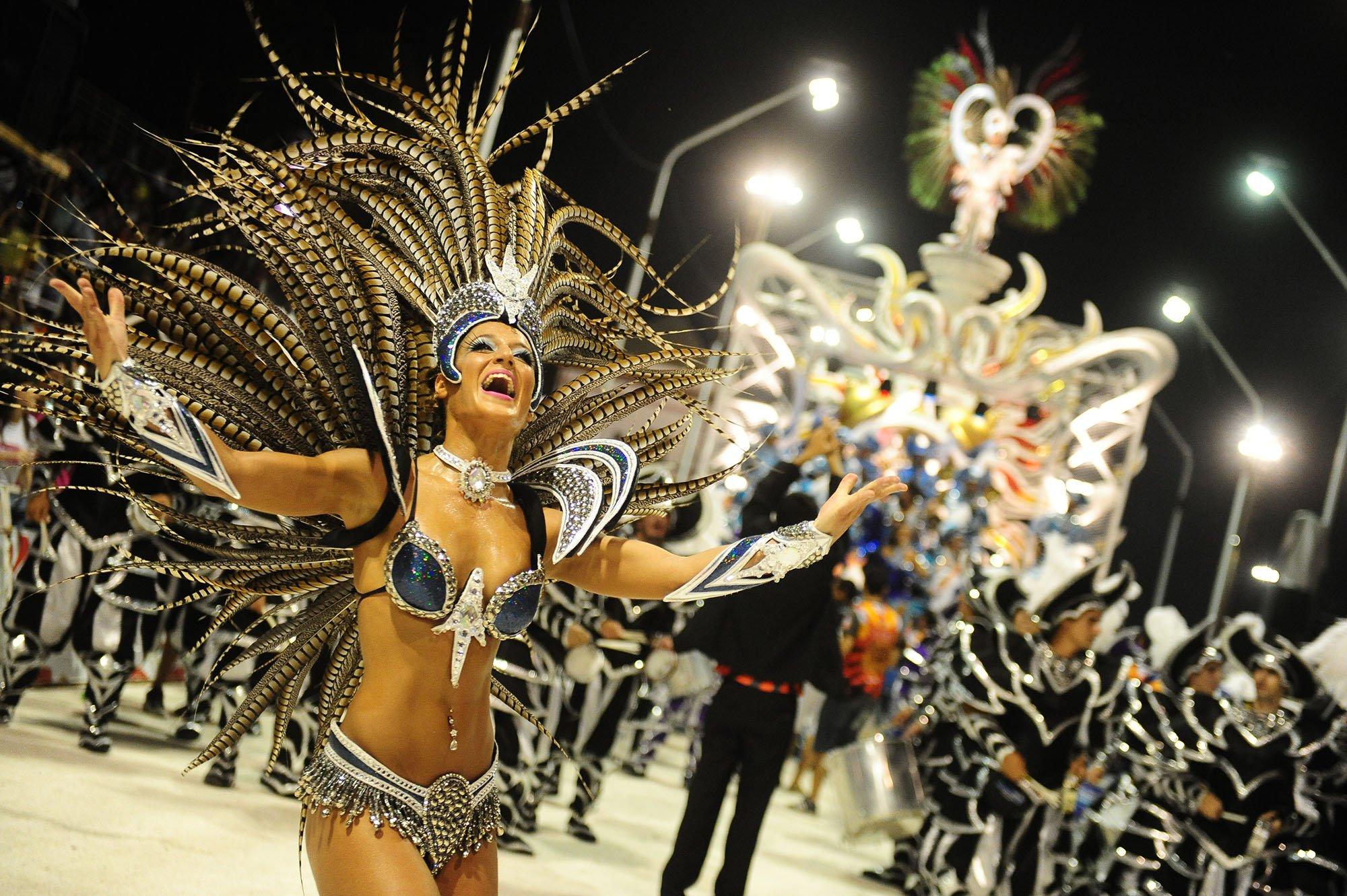 paquete a colon con carnaval gualeguaychu